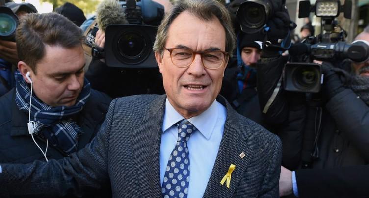 Espagne: une cour ordonne la saisie de biens de l'ex-président catalan