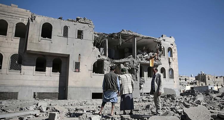Trente morts dans des raids sur un camp de prisonniers à Sanaa