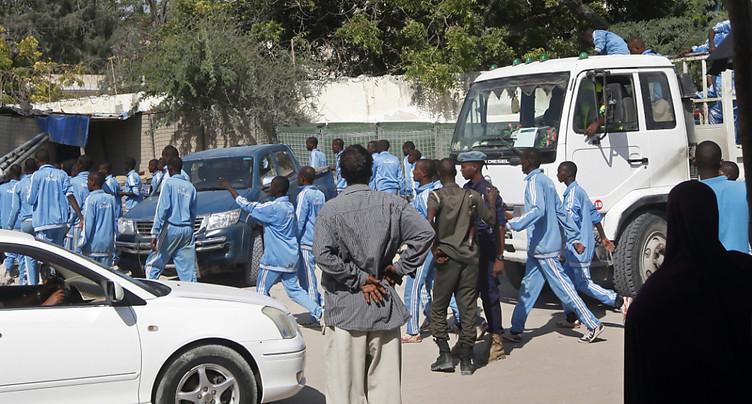 Attaque-suicide contre une école de police en Somalie: au moins 18 morts
