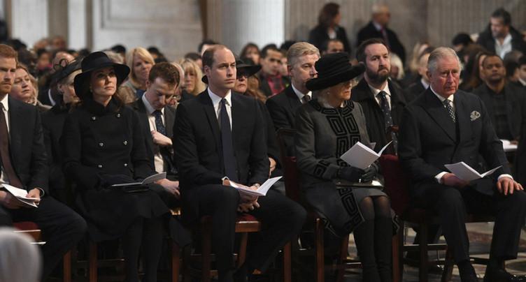 Incendie de la tour Grenfell à Londres: hommage national aux victimes