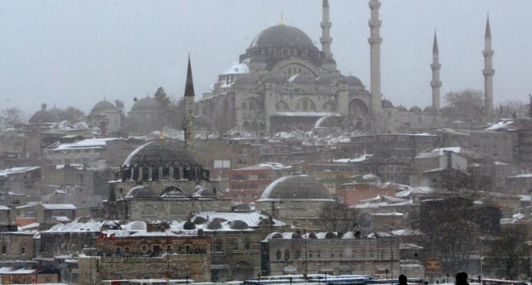 Istanbul sévit contre les panneaux de rues