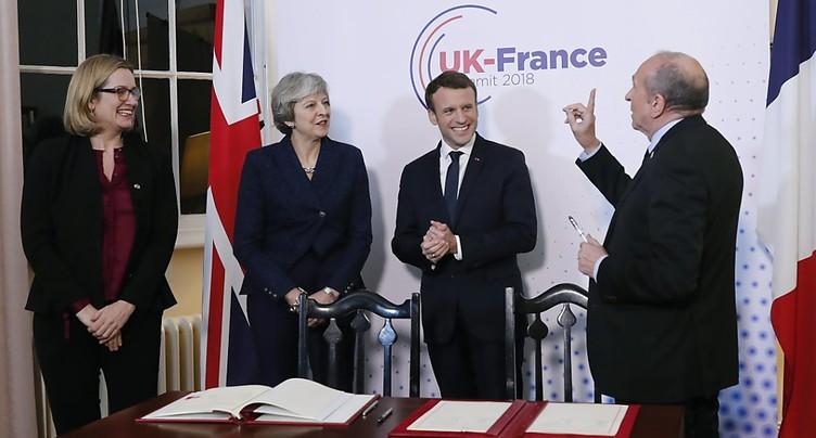 Macron et May signent un traité sur le contrôle de l'immigration