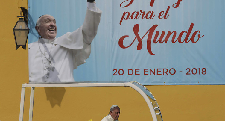 Deuxième jour au Pérou: le pape près des victimes d'El Niño