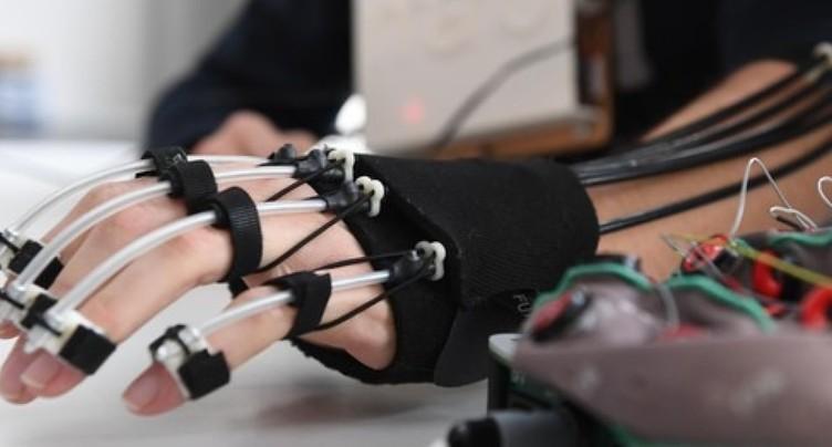 EPFL: un exosquelette de la main contrôlé par la pensée
