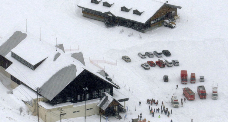 Eruption volcanique près d'une station de ski japonaise: un mort et des blessés