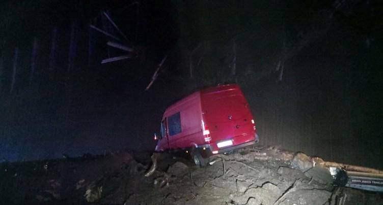 Une coulée de boue coupe l'autoroute entre Amsteg et Airolo