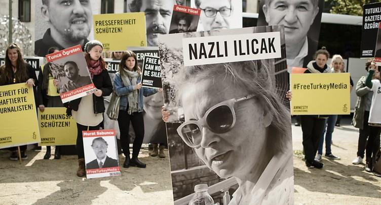 Six journalistes turcs condamnés à la réclusion à perpétuité