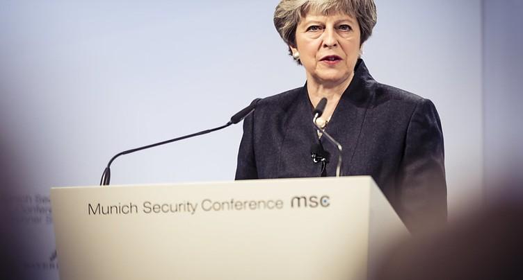 May plaide pour un accord « urgent » sur la sécurité avec l'UE