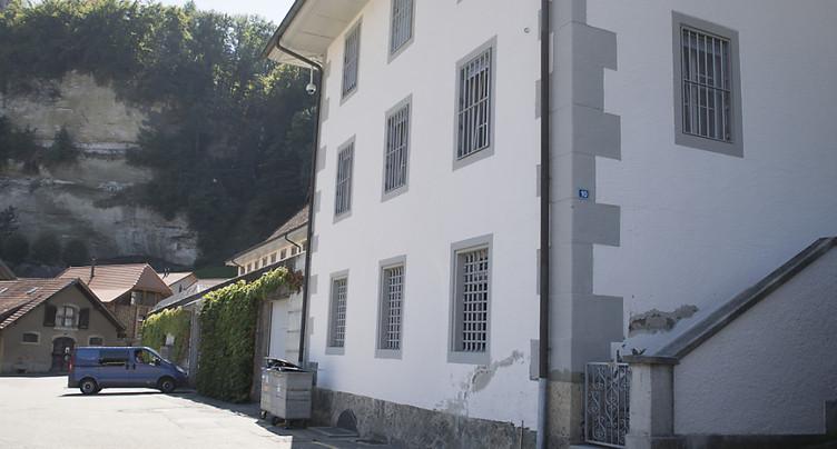 Des députés fribourgeois demandent de fermer la Prison centrale