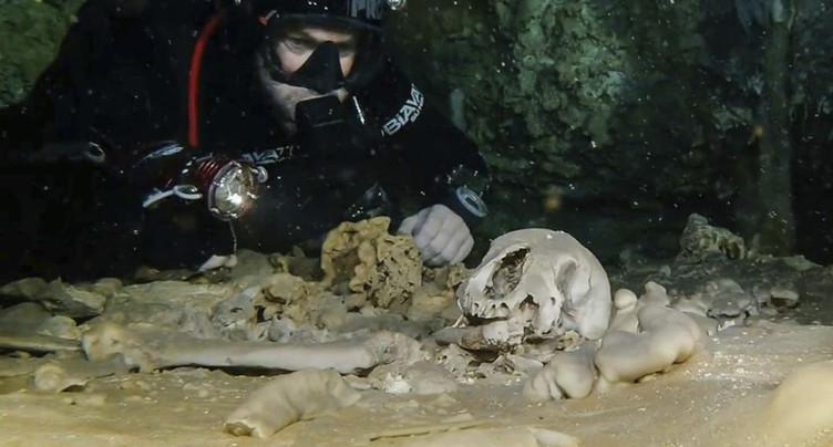 Des vestiges mayas découverts dans une immense grotte inondée au Mexique