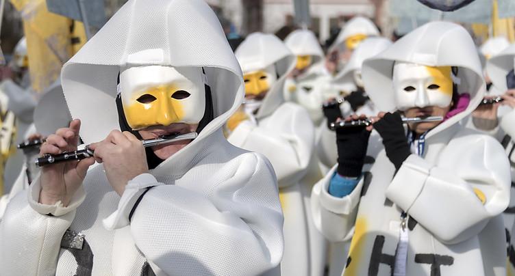 Dernière jounée du carnaval de Bâle sous le soleil et les nuages