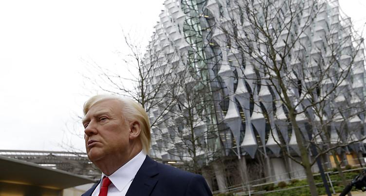 Une troupe théâtrale s'en prend à Trump à Londres