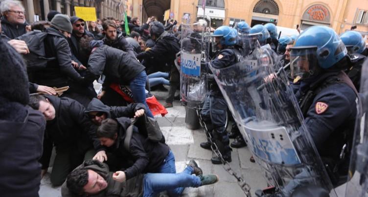 Italie: démonstration de force de l'extrême droite et des antifascistes