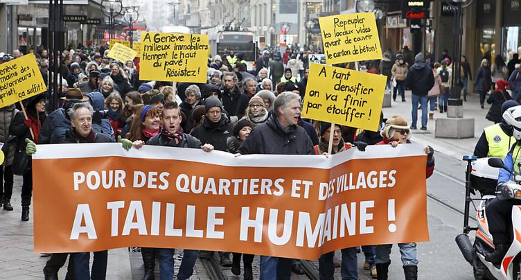 Près de 200 manifestants pour dire stop au bétonnage de Genève