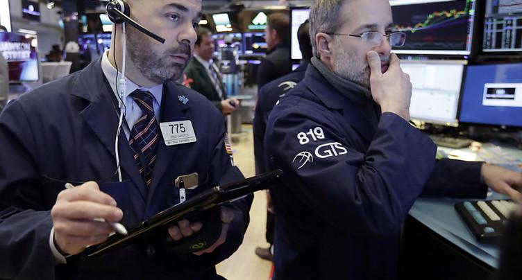 Fébrile, la bourse de New York termine dans le rouge