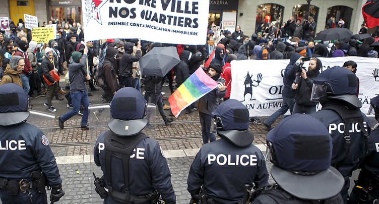 Genève: 2000 personnes dans les rues pour une ville pour tous