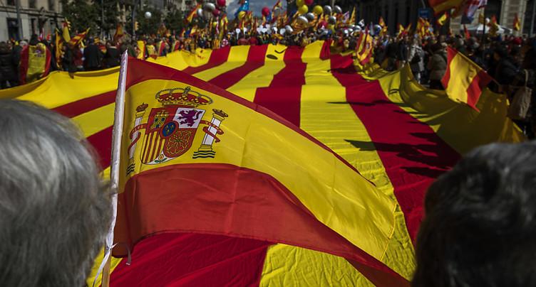 Des milliers d'anti-indépendantistes veulent un retour à la sagesse