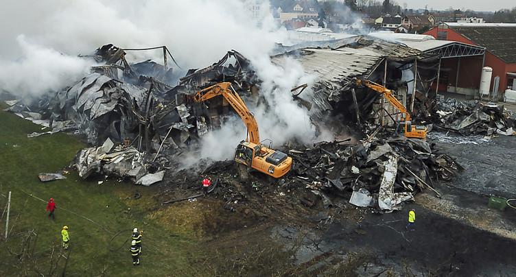 Quatre jeunes soupçonnés d'avoir mis le feu à un entrepôt de fruits