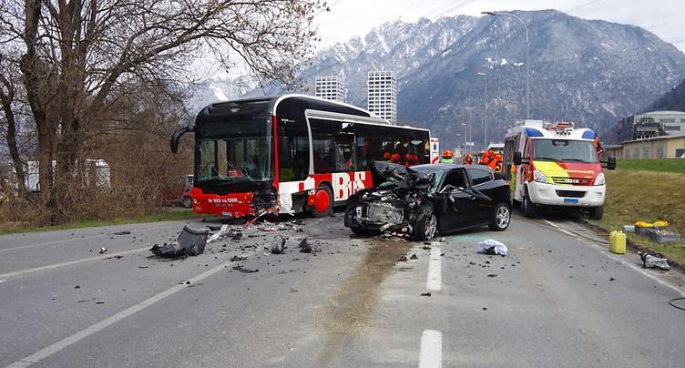 Un mort dans une collision entre un bus et une voiture à Coire