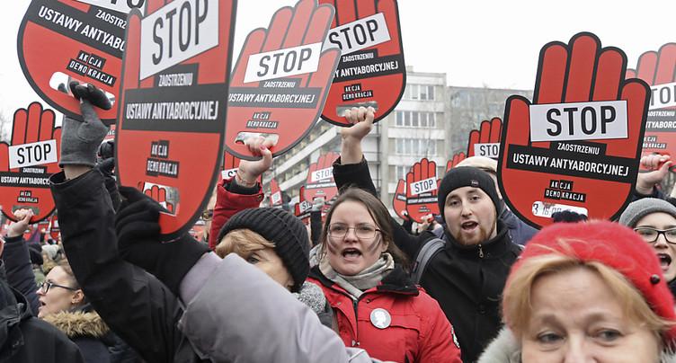 Larges manifestations contre un projet de loi anti-avortement