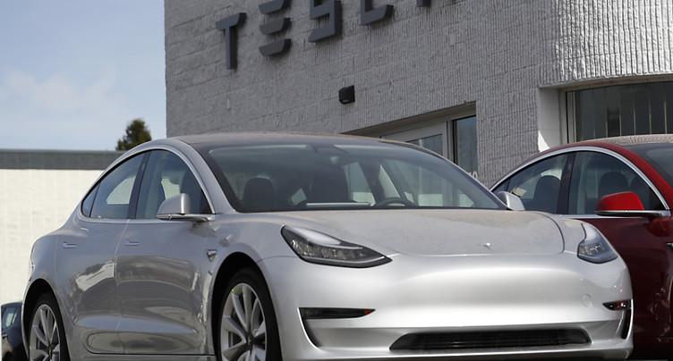 Tesla suspend de nouveau la production de sa voiture « Model 3 »