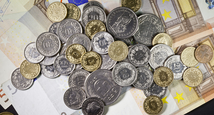 Le cap symbolique de 1,20 franc pour un euro se rapproche