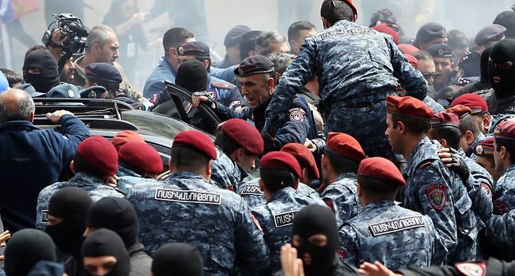 Le chef de l'opposition Nikol Pachinian exfiltré - heurts à Erevan