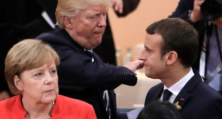Après Macron, Trump reçoit Merkel, faste et embrassades en moins