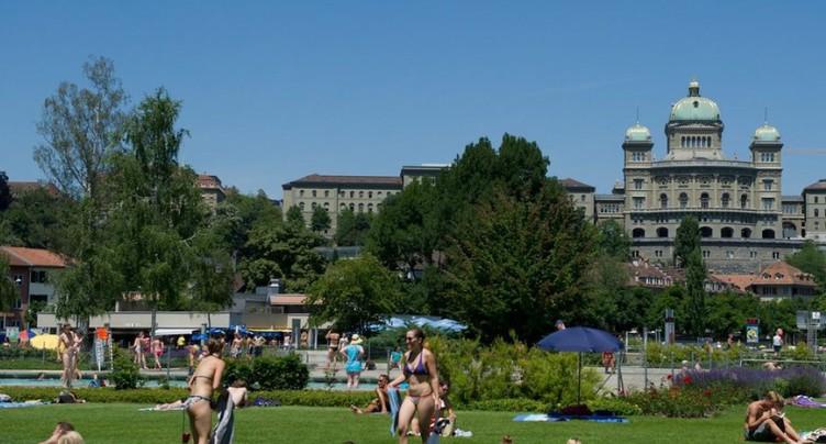 Il y a 40 ans, Berne autorisait les seins nus aux bains publics