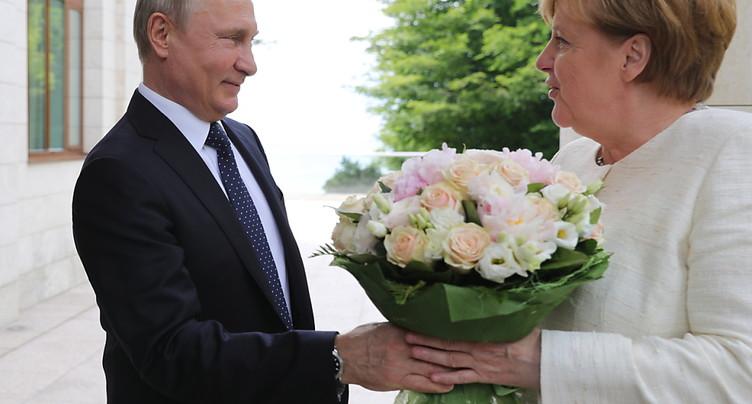 Vladimir Poutine et Angela Merkel défendent leur projet de gazoduc