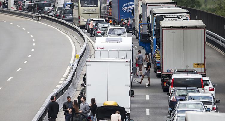 Déjà 20 km d'embouteillage au tunnel routier du Gothard