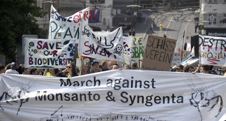 Agrochimie: manifestation contre les entreprises Monsanto et Syngenta
