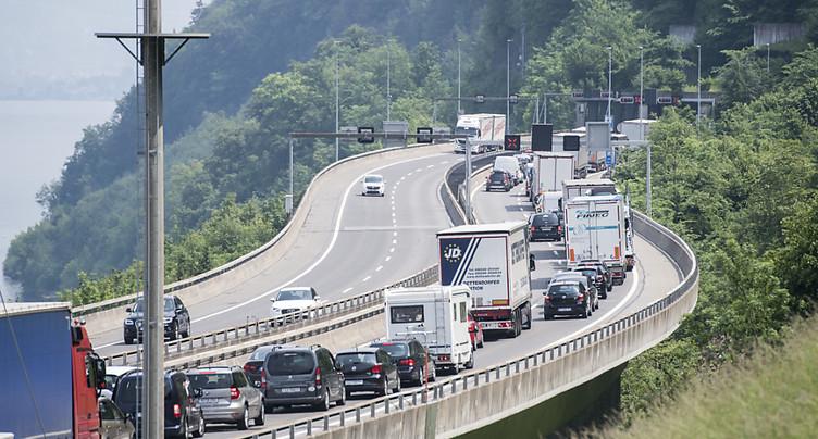Trafic: bouchon record de 1999 égalé au Gothard ce week-end avec 28 km