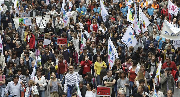 Les fonctionnaires français manifestent pour leur statut