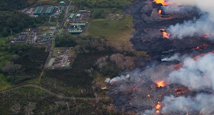 La lave approche une usine géothermique à Hawaï