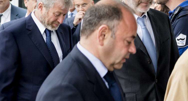 Les avocats des oligarques russes tentent d'ajourner l'audience