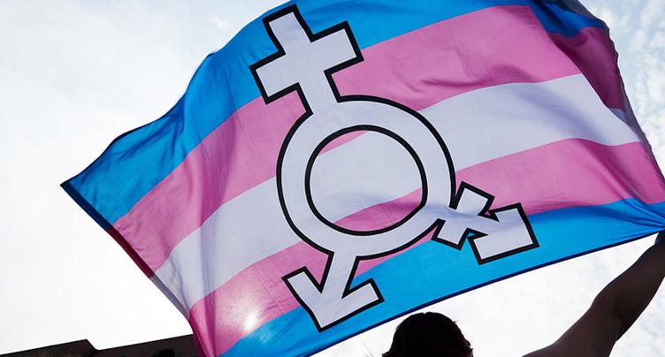 Il devrait être plus facile de changer officiellement de sexe
