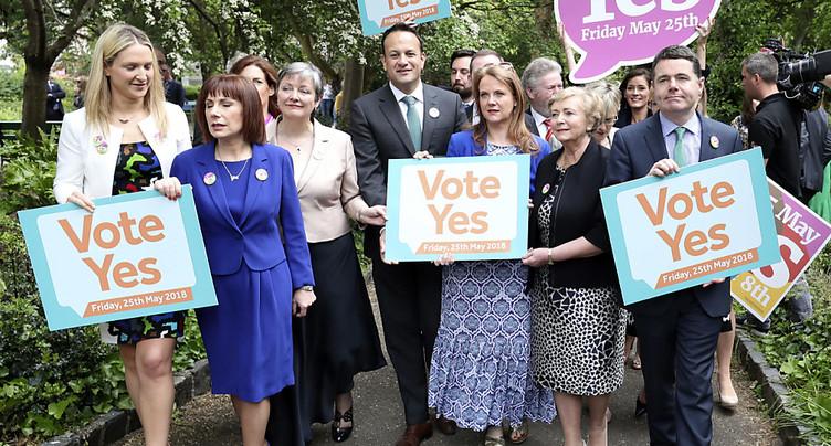 Les Irlandais vote pour ou contre la suppression de l'interdiction de l'avortement