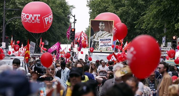 Les anti-Macron descendent dans la rue en France