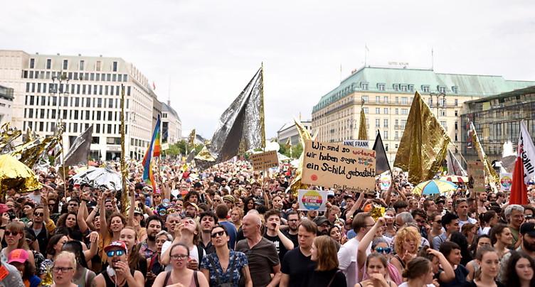 L'extrême droite et ses détracteurs dans la rue à Berlin