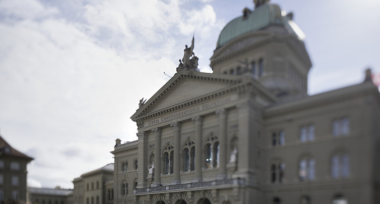 Egalité, juges étrangers, armes et PC au menu des parlementaires