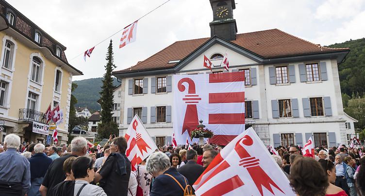 Liesse populaire pour célébrer le vote sur l'appartenance cantonale