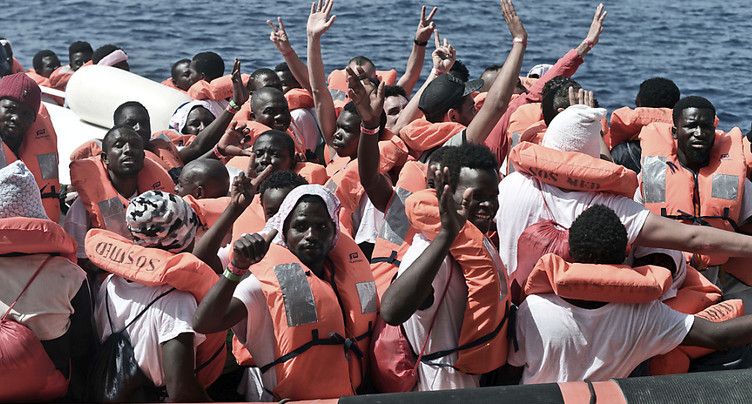 Cinq migrants morts, 117 secourus dans un naufrage en Méditerranée