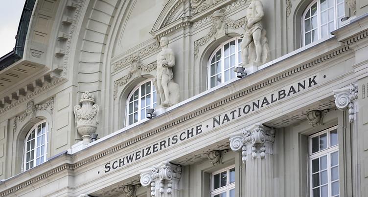 La BNS maintient les taux négatifs