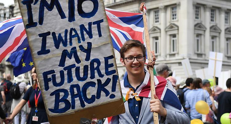 Brexit: à Londres, des dizaines de milliers de manifestants réclament un second vote