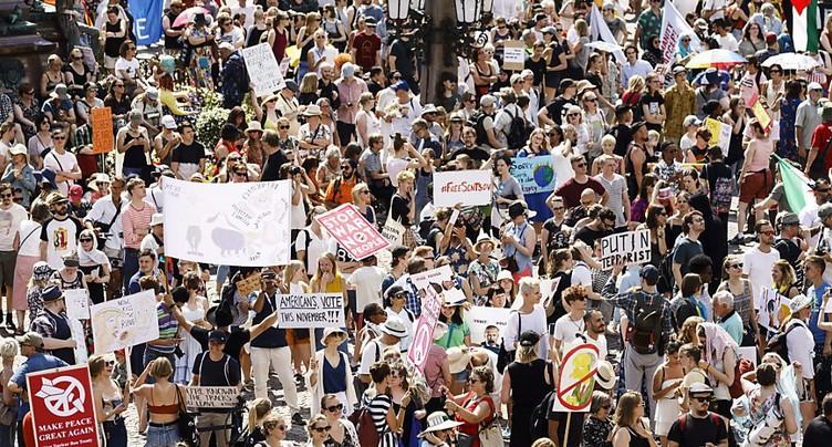 Milliers de manifestants à Helsinki avant le sommet Trump-Poutine