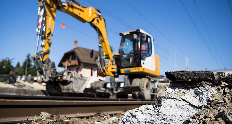 La construction portée par le bâtiment, baisse dans le génie civil