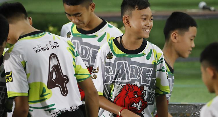Thaïlande: les 13 jeunes rescapés de la grotte en bonne forme
