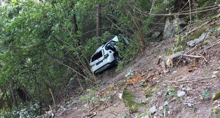 Valais: un enfant se tue après avoir chuté d'une falaise en voiture