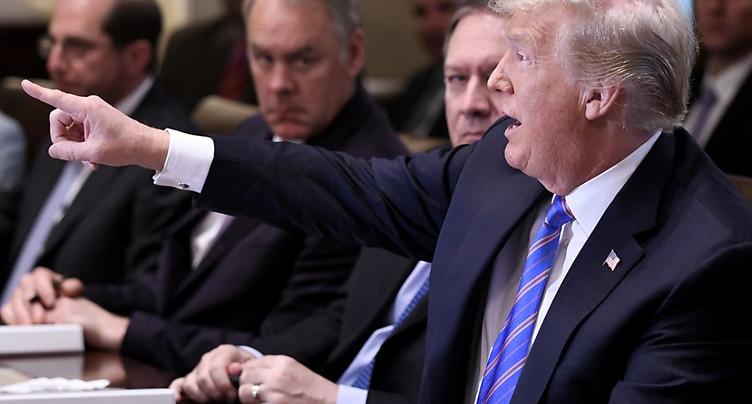Sous le feu des critiques, Trump vante sa « fermeté » face à Poutine